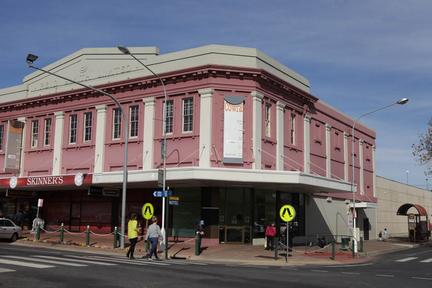 Council shop front Cnr Kendall and Macquarie Sts Cowra