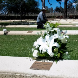 A floral tribute to one of the Japanese civilians who is interred in the Cowra war cemetery (Photo: Melanie Pearce - ABC)